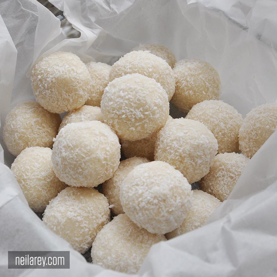 protein-coconut-balls