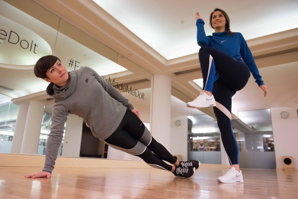 Partner Exercises - Workout With a Friend - Side Plank and Knee to Elbow